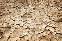 trockener rissiger Sand