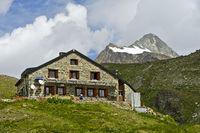 Schutzhütte Cabane de Chanrion des Schweizer Alpen-Clubs SAC mit Gipfel La Ruinette
