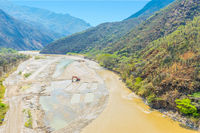 works of arrangement of the bed of the river Chicamocha Colombia