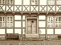 Fachwerkhaus in der Altstadt von Quedlinburg in schwarzweiß