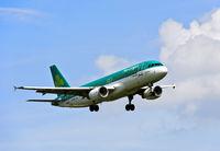 Air Lingus Airbus A320-214 im Landeanflug, Irland