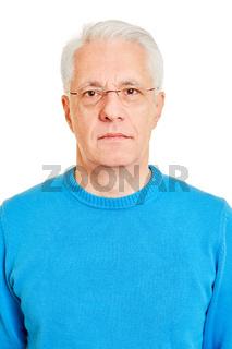 Gesicht von Senior als biometrisches Passfoto