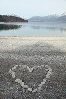 Herzsymbol am Seestrand