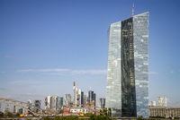 EZB und Skyline von Frankfurt im Hintergrund