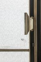 Glastür mit Messingbeschlägen aus den Sechziger Jahren