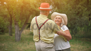 The Dance of The Old Couple In The Summer Garden2