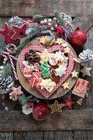 Bunte Plaetzchen zu Weihnachten