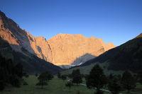 Sonnenaufgang in den östereichischen Alpen
