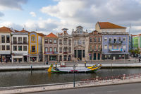 Typische Moliceiros Boote im Zentrum von Aveiro, Portugal, Europa