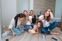 girls on the floor make selfie