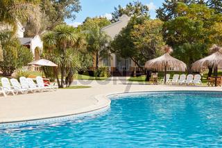 Swimmingpool in einem Thai Luxus Hotel