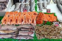 Lachs und Garnelen zum Verkauf