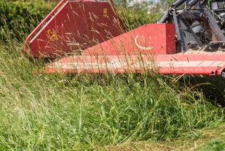 Mit Traktor und Mähwerk mähen - Nahaufnahme Landwirtschaft