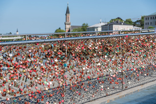 Vorhängeschlösser am Makartsteg als Liebeszeichen - Stadt Salzburg