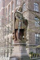 Graf Adolf III. zu Schauenburg, Stormarn und Holstein Statue auf der Trostbrücke
