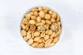 Erdnüsse Nüsse von oben Holzbrett