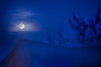 Mond auf dem Dach