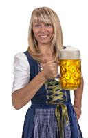Fröhliche blonde Frau mit Maßkrug Bier auf dem Oktoberfest in München