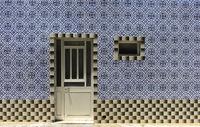 Schmuckfliesen als Dekoration an einem Wohnhaus, Santa Luzia, Algarve, Portugal