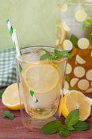 Hausgemachter Eistee mit Zitrone