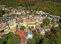 Altstadt mit romanischer Stiftskirche, Romainmôtier-Envy, Kanton Waadt, Schweiz