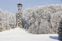 Aussichtsturm in Ebersberg, Bayern, im Winter