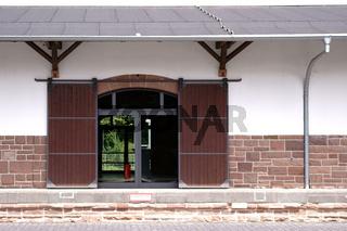 Holzschiebetür Güterbahnhof