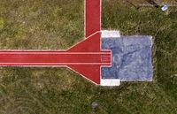 Sprunganlage für den Stabhochsprung aus der Vogelperspektive /