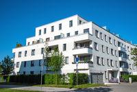 Modernes weißes Stadthaus in München