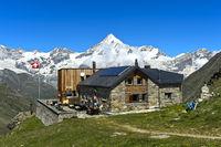 Die Täschhütte vor dem Weisshorn, Täschalp, Wallis, Schweiz