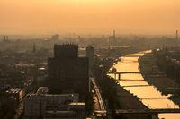 Mannheim am Neckar im Abendlicht