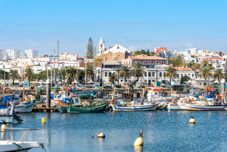 Fischerhafen und Stadt Lagos in der Algarve