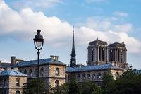 Blick auf die Kathedrale Notre-Dame in Paris, Frankreich