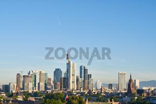 Frankfurt am Main City Skyline mit blauem Himmel
