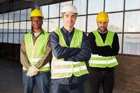 Drei selbstbewusste Logistik Arbeiter