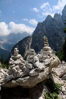 Slowenien, Steinmännchen am Vršič Pass