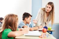 Lehrerin verbietet die Handy Nutzung