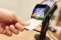 Kontaktlos Bezahlen mit NFC Kreditkarte