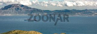 Straße von Gibraltar / Containerschiff in Fahrt / Marokko / Afrika