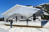 Spiegelhaus Mirage Gstaad, Kunstausstellung Elevation 1049: Frequencies, Gstaad, Schweiz