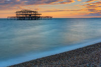 Die Reste des West Piers in Brighton, England