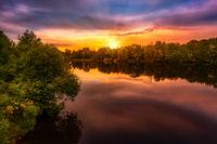 Sonnenaufgang über einem See
