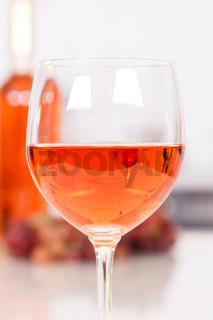 Wein Rose Rosewein Hochformat Glas Flasche
