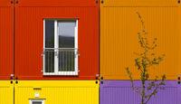 Farbiger Wohncontainer