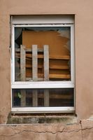 Sperrmüll hinterm Fenster
