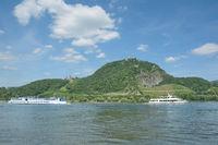 Drachenfels und Drachenburg am Rhein im Siebengebirge,NRW,Deutschland
