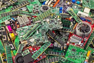 Müllberg aus Computerplatinen