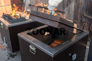 BBQ in spezieller Form - Fleisch im Kistengrill zart gegrillt