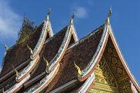 Pagodendach mit stylisiertem Naga-Schlangen Dachschmuck, Luang Prabang, Laos