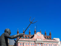 Rathaus und Möwenbrunnen der Stadt Rostock, Deutschland
